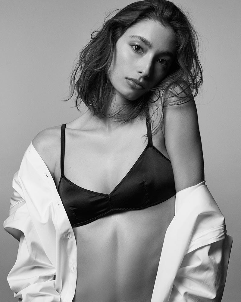 Alexandra Agoston Nude Photos 93